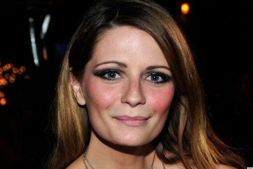 Det første ad de 7 make-up tricks handler om bruges af blush, som giver dine kinder og ansigt liv og glød.