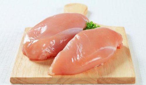 To stykker med kyllingebryst