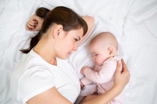 Der er mange metoder til at læse dit barn at sove igennem natten.