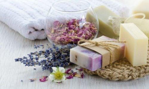 3 opskrifter på naturlige hjemmelavede sæber