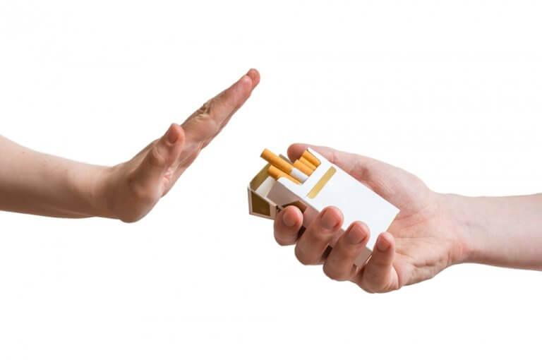 Rygning-er-en-daarligt-vane-som-du-burde-droppe,-hvis-du-vil-have-en-sund-alderdom.
