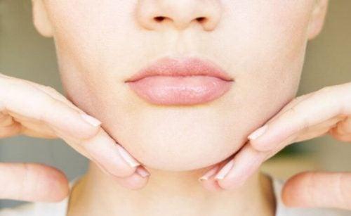 5 øvelser og naturlægemidler til at reducere din dobbelthage