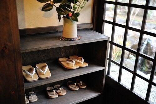 Du kan også nemt udnytte gamle bogreoler til dine sko.