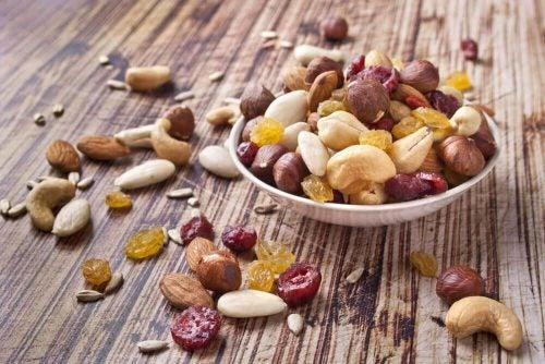Toerrede frugter og noedder