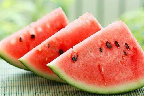 Tre skiver vandmelon.