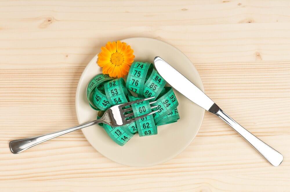 målebånd på tallerken tegn påvægtændringer