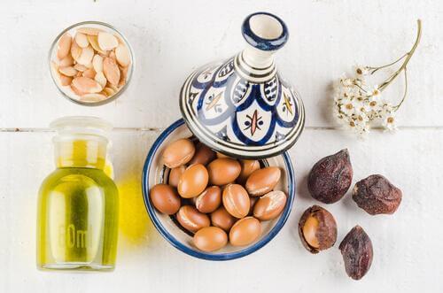 7 metoder til at gøre din hud smukkere med argan olie