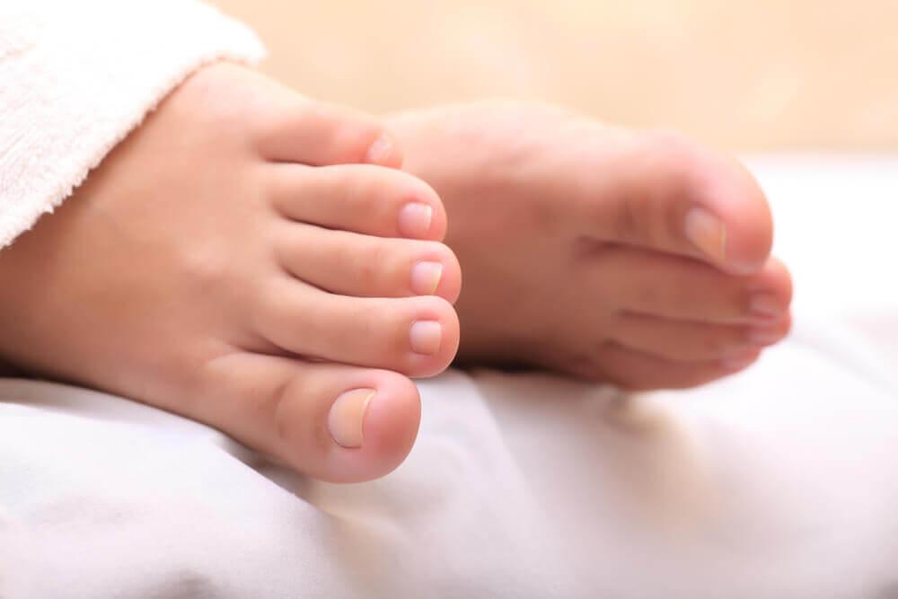 Brug knust hvidløg til at helbrede indgroede tånegle