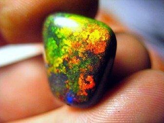 Farverig sten.