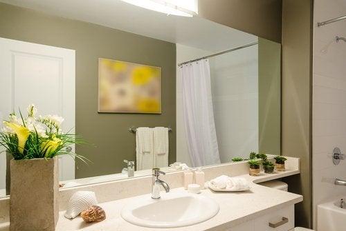 5 fejl du begår, når du dekorerer dit badeværelse