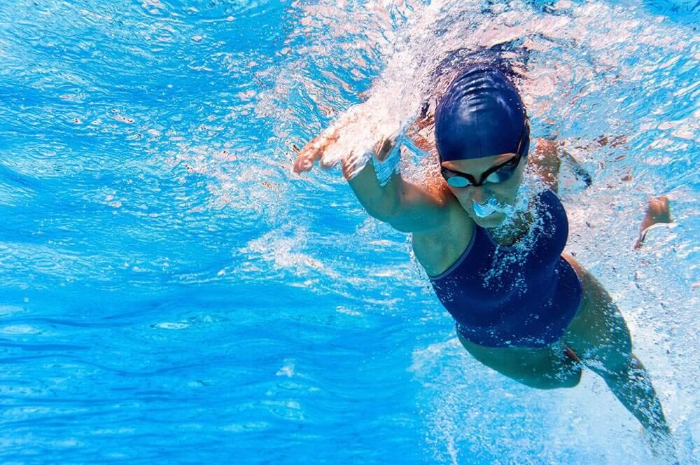 Kvindelig svømmer.