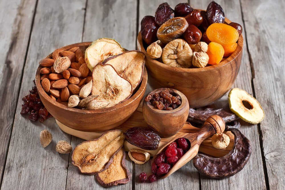 Tørret frugt og nødder.