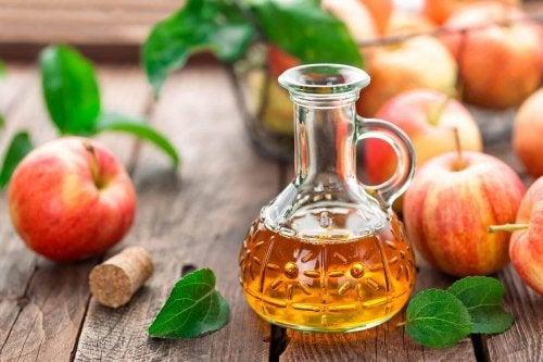 Æblecidereddike i en flaske.