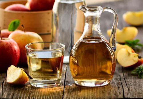Æblecidereddike i en flaske til alopecia