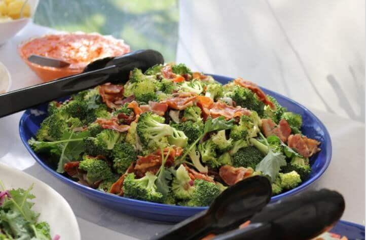 Bagt broccoli med skinke, en nem sammenkogt ret