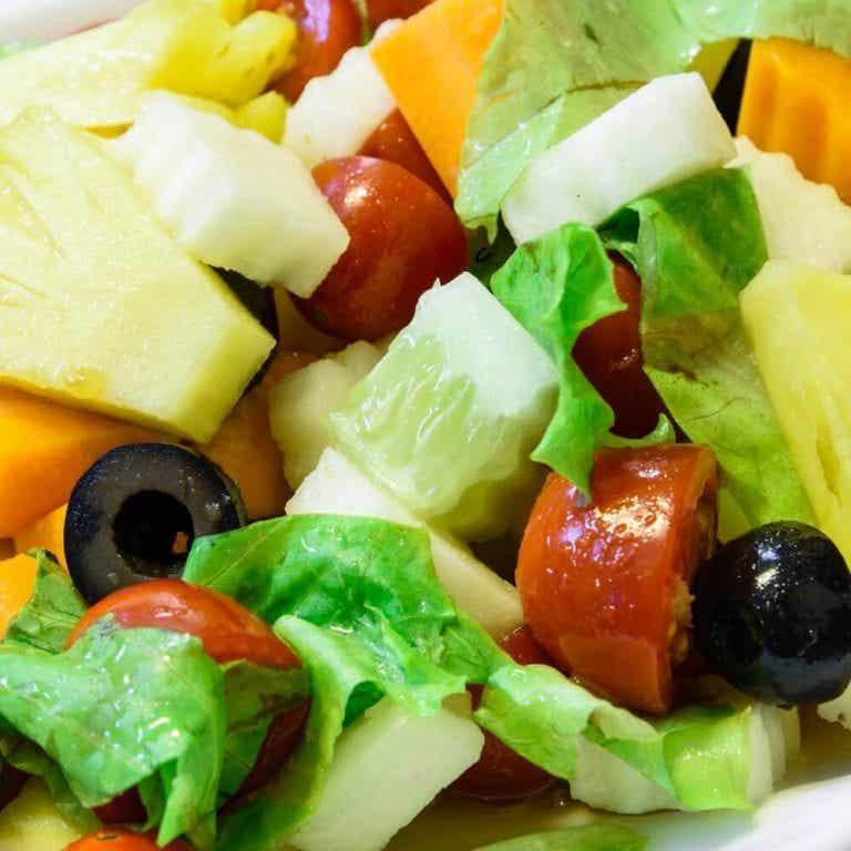 3 salater med ananas der er perfekte til aftensmad