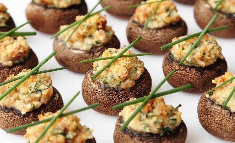 Opskrift på svampe fyldt med flødesauce