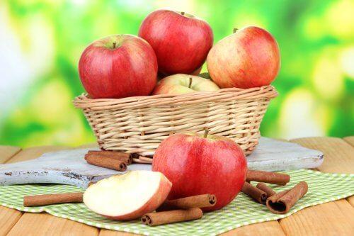Æbler og kanel