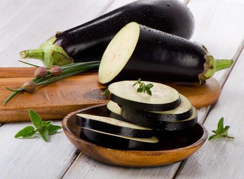 Aubergine skåret i skiver til panerede auberginer