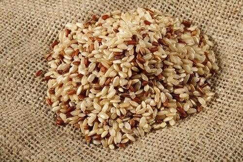 brun ris som del af kålsuppe-diæt