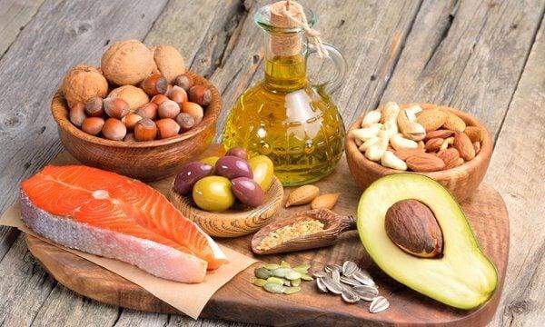Sund fedt: fisk, æg, avocado