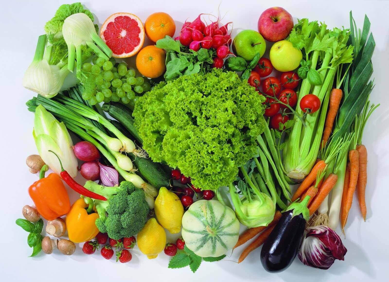 forskellige frugter og grøntsager