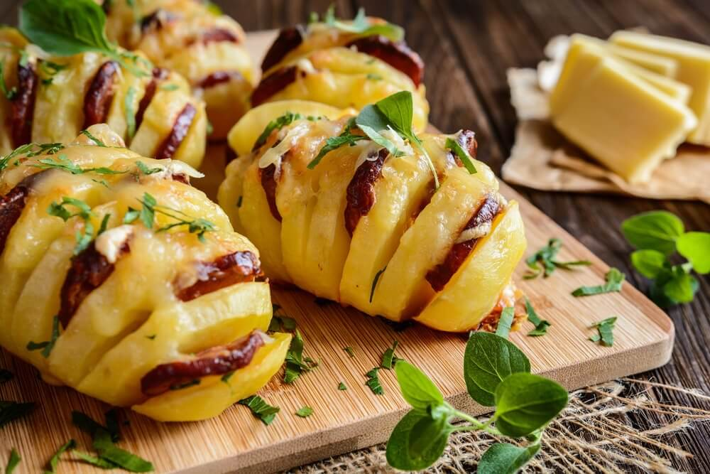Lækre fyldte kartofler med chorizo og ost