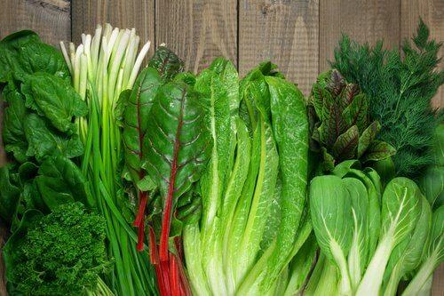 Grønne bladgrøntsager, som er en måde at behandle vorter på