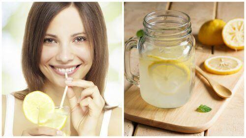 kvinde nyder citronvand