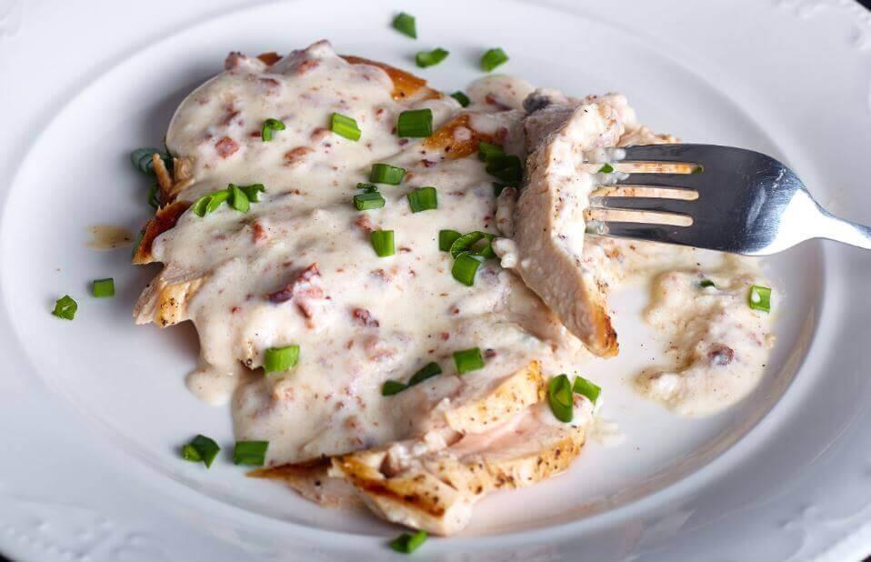 Lækker opskrift på kyllingebryst med ostesauce