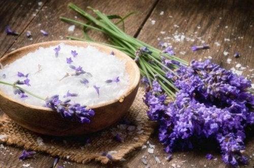fjerne dårlige dufte med bagepulver og lavendelolie