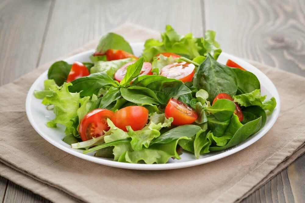 salat på lille tallerken