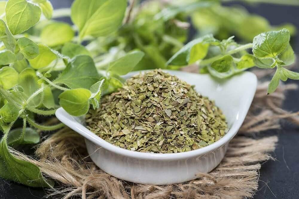 Nogle aromatiske urter, som er en anden god måde at behandle vorter på