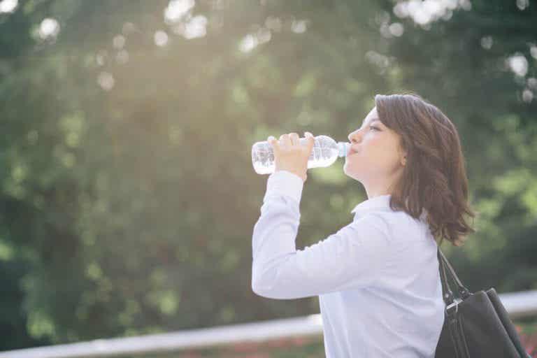 Lav en hjemmelavet elektrolyt-drink mod dehydrering
