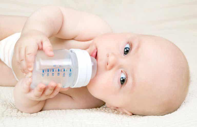 Kassingmetoden: Giv flaske uden at forstyrre din laktation