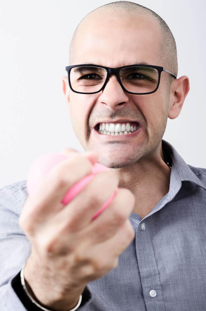 Tre hjemmemiddel løsninger mod skærring af tænderne