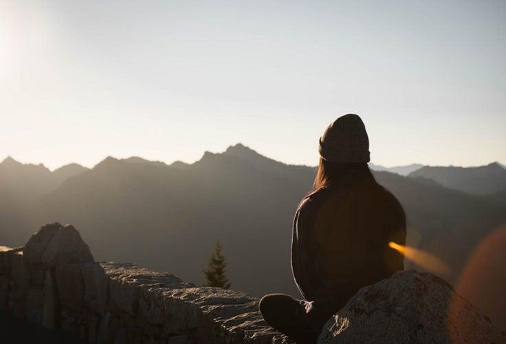 Kvinde på bjerg