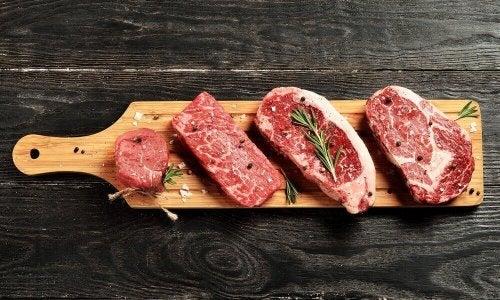 Tag kødet ud af køleskabet lidt før det skal tilberedes