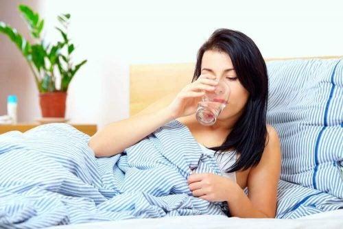 Drik et eller to glas vand når du vågner om morgenen