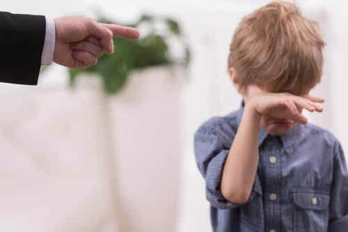 Sådan holder du op med at skælde ud på dine børn