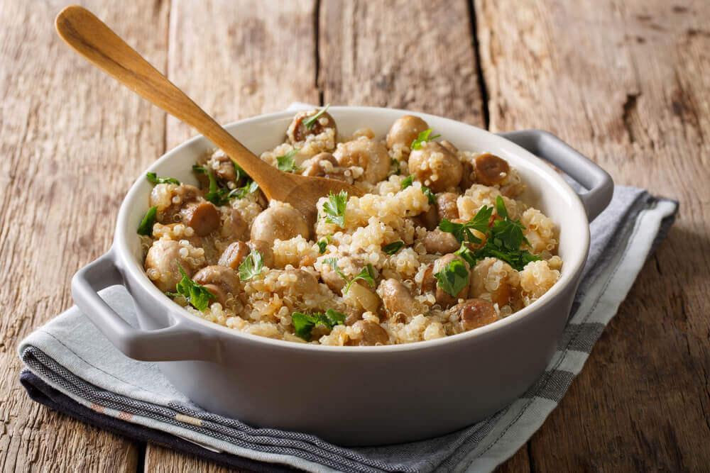 Quinoa risotto med svampe, kylling og porrer
