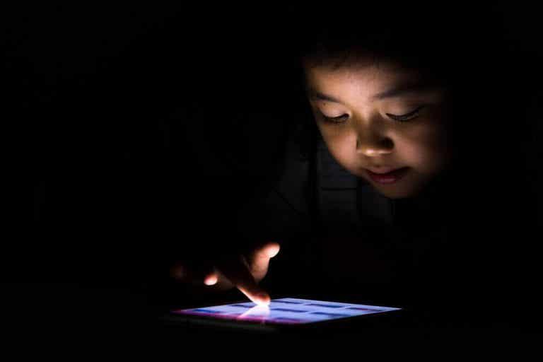 Mit barn lider af teknologiafhængighed