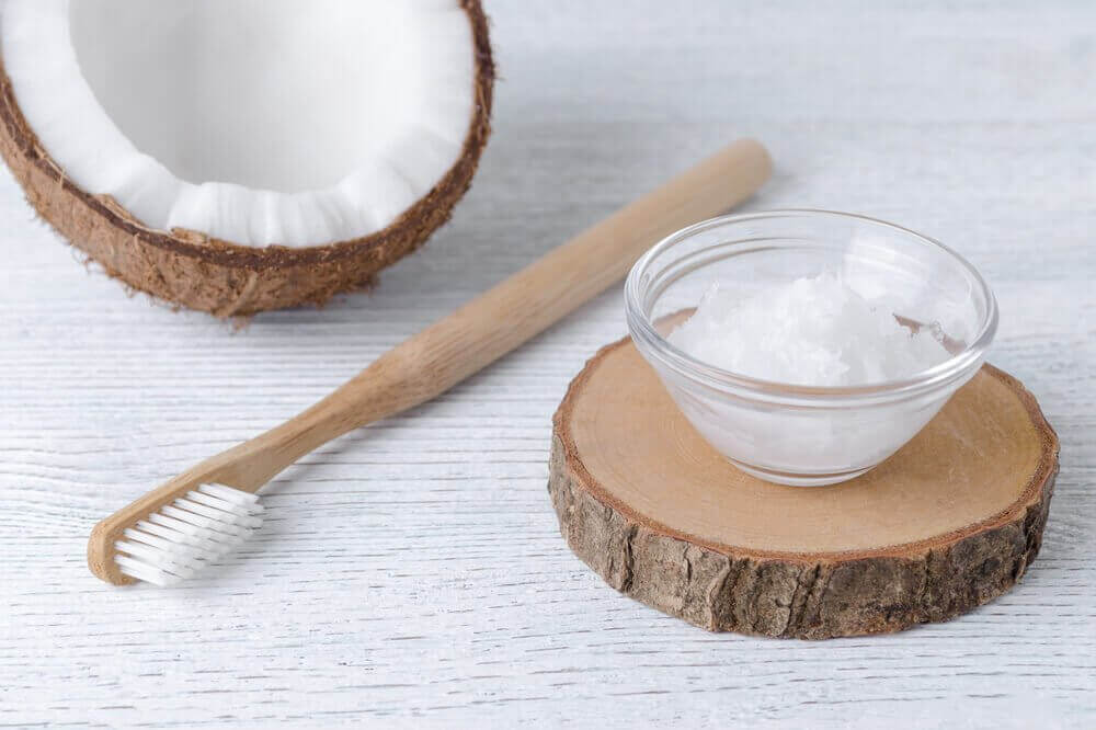 Lav en naturlig tandpasta og mundskyl af kokosolie