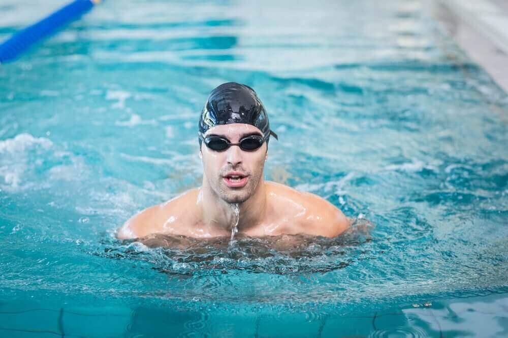 Hvordan du lærer at svømme i en swimmingpool