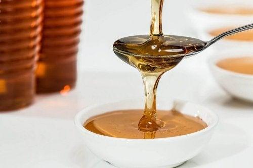 Honning på ske