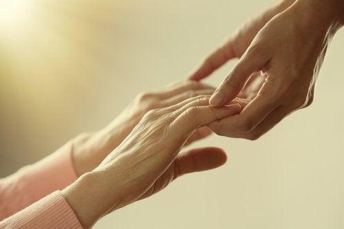 Holder hånd