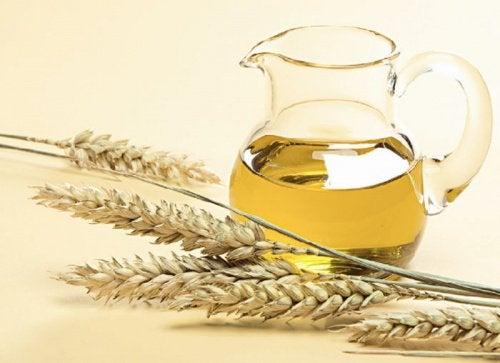 Der er mange gode fordele ved at anvende hvedekimolie i dit hår