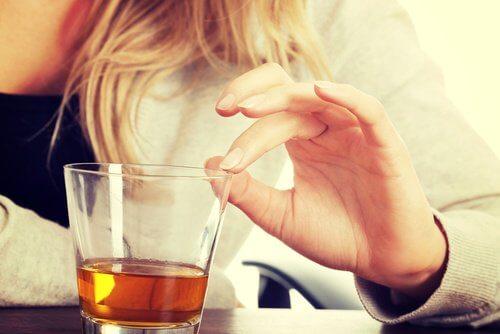 svage knogler og alkohol