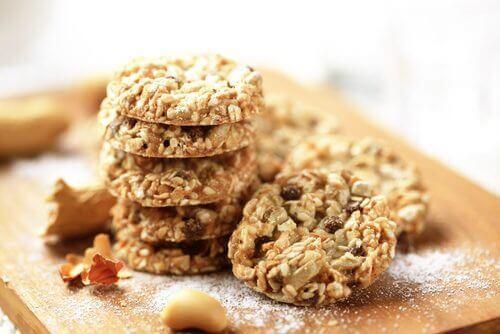 Super nærende cookies af kokosnød, havre og frø