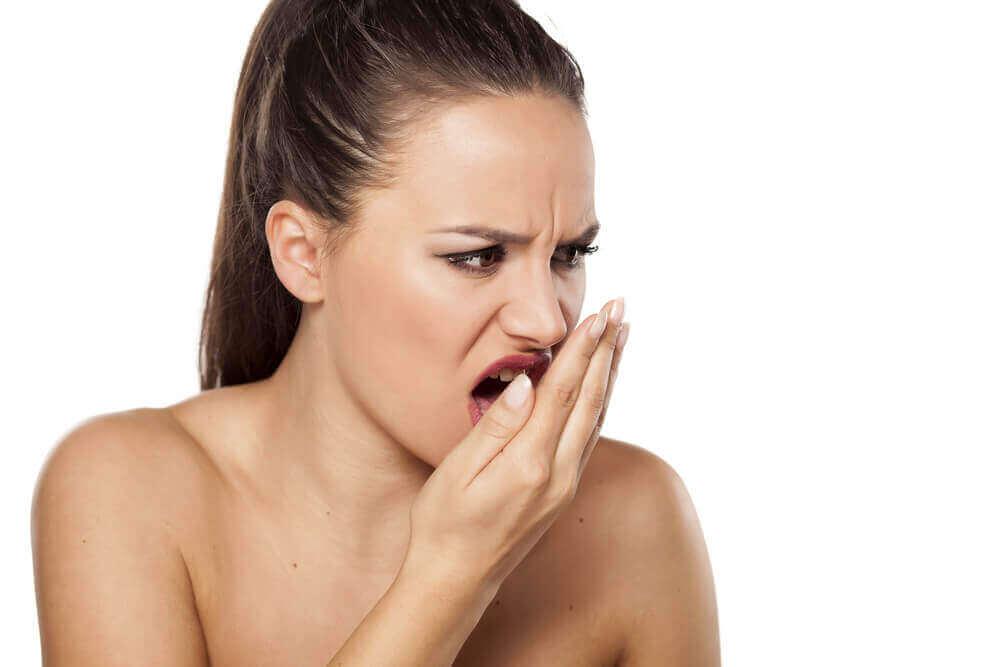 Sådan kan du behandle dårlig ånde med kanel
